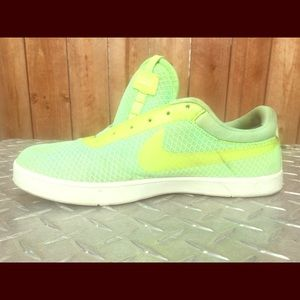 Nike women's low top green neon shoes